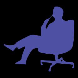 Nachdenklicher Mann im Bürostuhl